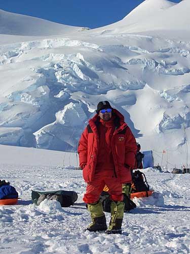 探险队队员文森峰写真