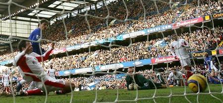 图文:切尔西2-0伯明翰 克雷斯波进第一球瞬间
