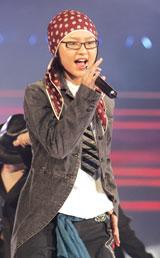 跨年演唱会上 李宇春最具星范周笔畅唱功更进