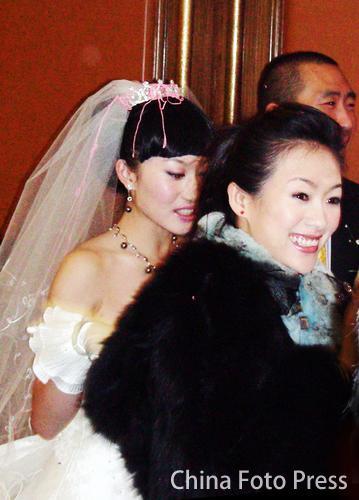 哥哥婚礼章子怡亲自来道贺 场面温馨激动落泪