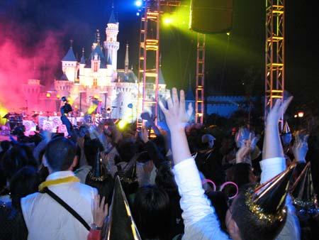 香港迪士尼乐园除夕派对直击:奇妙的2006!