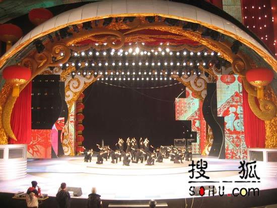 """春晚舞台曝光:告别""""奢华""""改打""""节约牌"""""""