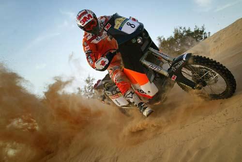 达喀尔赛148名摩托车手挨罚