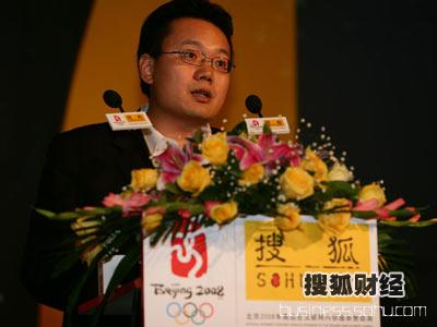 图:主题论坛主持人 21世纪经济报道总编 刘洲伟
