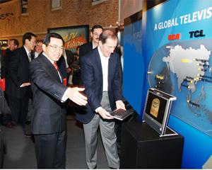 CES展  TCL全球首发双核迅驰(Napa)笔记本