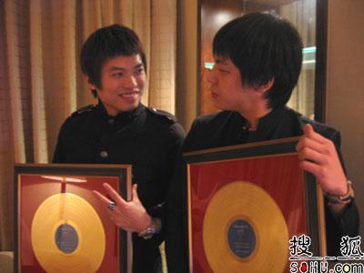 第5届金唱片奖珠海张榜 果味VC获最佳组合