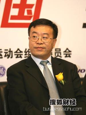 图:第一场嘉宾--青岛啤酒股份有限公司 总裁助理,营销管理总部部长 杨华江