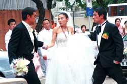 王晶老爸吴君如父亲并肩加盟《购物狂》(图)