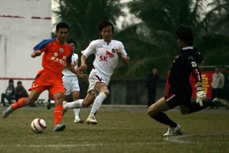 热身赛-鲁能0-2负韩国富川SK 王亮替补表现出色