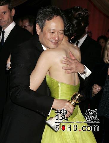 第63届金球奖庆功派对 李安拥抱章子怡(组图)