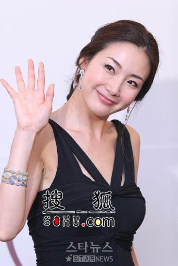 日媒体盛赞《轮舞曲》 高收视全靠崔智友效应