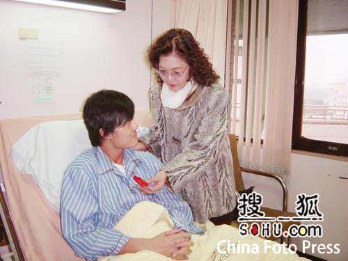 吴克群心脏出状况入院 手术剃体毛羞红脸(图)