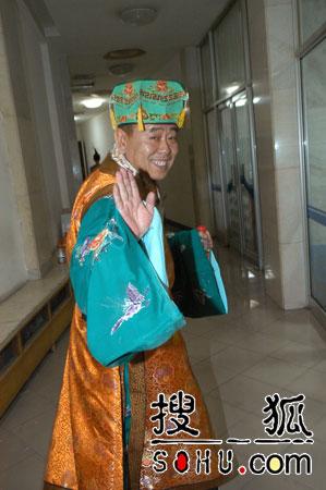 """春晚第五次彩排 赵本山牛群后台""""待命""""(图)"""