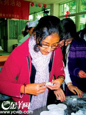 昨日,暨南大学组织了来自印度,巴基斯坦,尼泊尔等国家近100名留学生图片