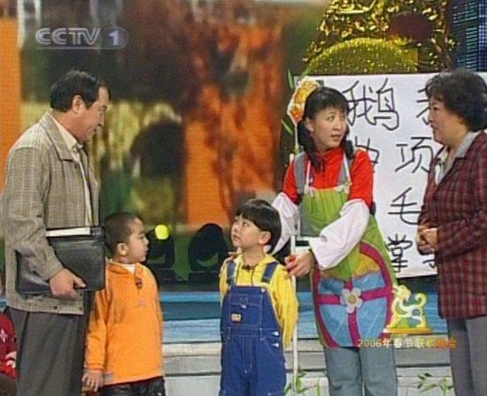 06春晚现场图-牛群小品《打工幼儿园》