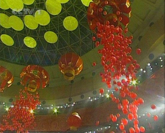 06春晚现场图-数千只红色气球从天而降