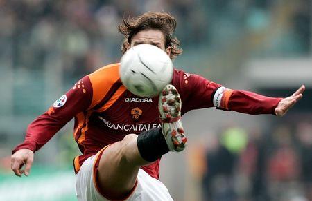 图文:罗马3-0完胜利沃诺 托蒂飞身停球