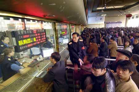 重庆站2月3日购票高峰 加10趟临客包括民工专列