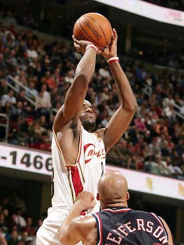 NBA图:骑士91-85网 詹姆斯急停跳投