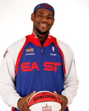 NBA图:全明星赛首发揭晓 詹姆斯笑容灿烂