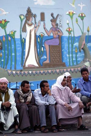 图文:埃及红海失事客轮救援工作进展缓慢(5)