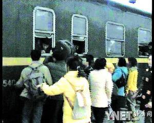 渝怀铁路重庆段货运线路工作车公开收费载客(图)