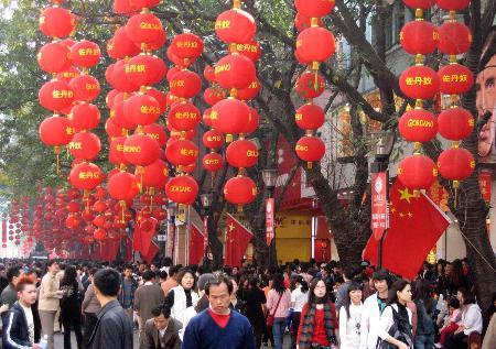 羊城暖春带旺消费 千万人潮汹涌广州商圈(图)