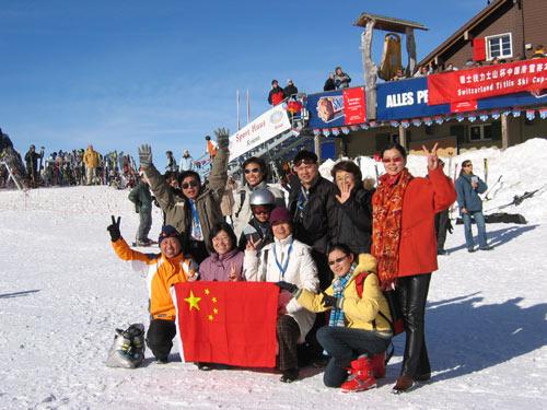 白色冰雪世界世界燃烧着中国火
