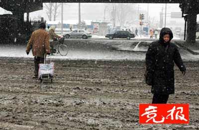 北京降雪致多人摔伤骨折 医院3分钟接诊4名伤者