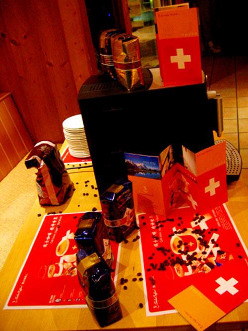 在瑞士的一家咖啡店里