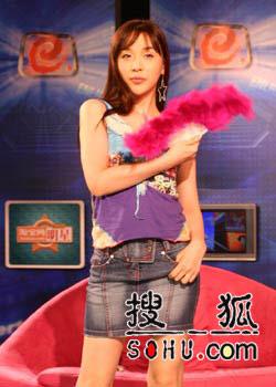 何莉秀做客《明星》:大跳扇子舞