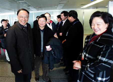 图文:代表团赴都灵 总局副局长胡家燕送行