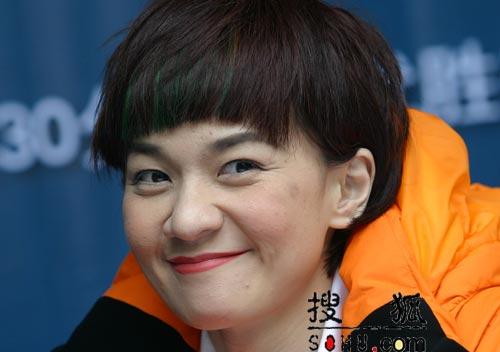 柯以敏现身杭州宣传新专辑 表情丰富调皮可爱图片