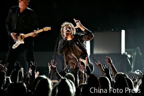 酷玩乐队成员Chris Martin现场表演