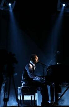 John Legend钢琴演奏 格莱美倾情演唱(图)