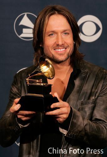 格莱美音乐奖后台 Keith Urban获最佳乡村男歌手