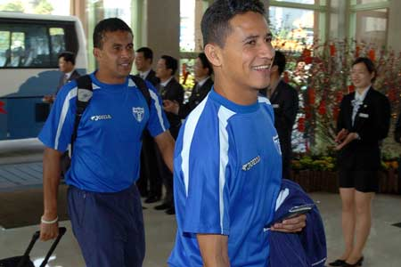 图文:洪都拉斯国家队抵达广州 抵达下榻酒店