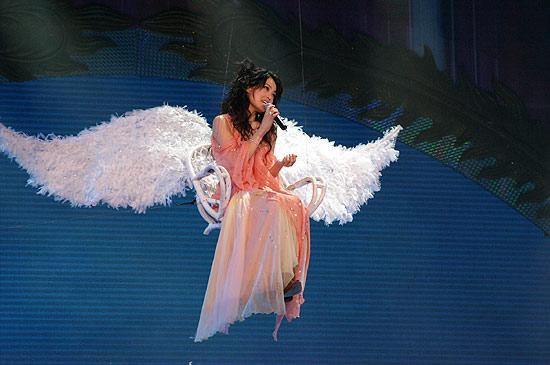 2005春晚图片:容祖儿《挥着翅膀的女孩》