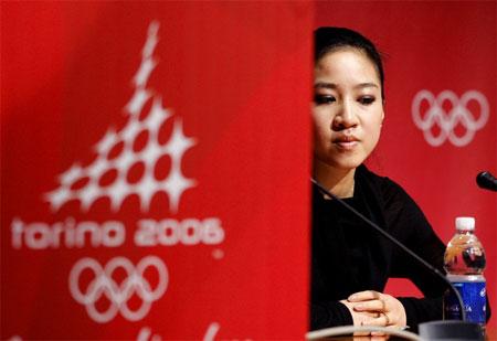 图文:关颖珊遗憾退出冬奥会 等待记者提问