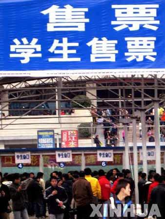 铁路迎节后首个学生客流高峰 发送25.9万人次