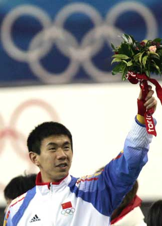 图:李佳军获得铜牌 李佳军赛后向观众致意