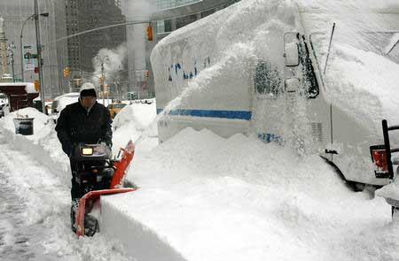 美国发布暴风雪警报 纽约遭遇60年以来最大暴雪