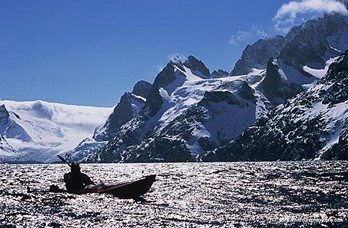 无惧南极的坚强孤舟