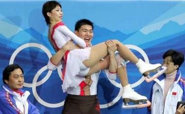 图文:冬奥会双人自由滑 获得第二异常兴奋