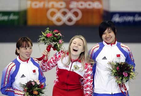 图文:冬奥会女子速滑500米 任慧与王曼丽