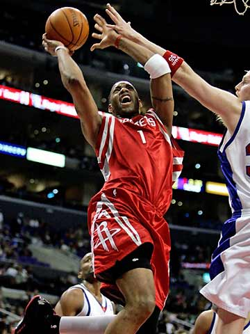 NBA图:快船VS火箭 麦蒂突破上篮