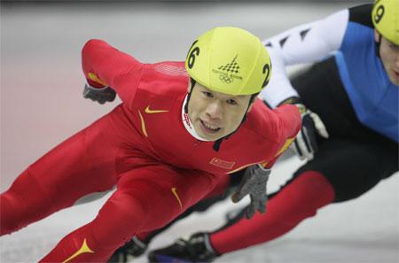 图文:李野打破奥运纪录 比赛中李野一马当先
