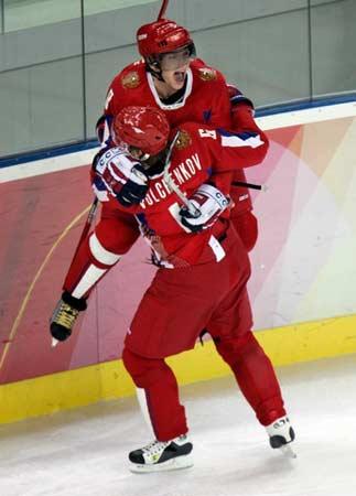 图文:冬奥冰球俄罗斯vs瑞典 俄罗斯队破门得分
