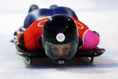 图文:冬奥女子钢架雪车比赛 英国选手赢得银牌