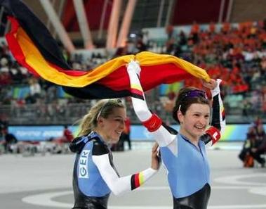 图文:冬奥会女子团体速滑 德国队喜获金牌